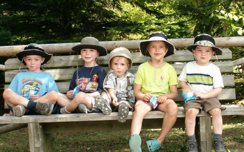 CJ and ET bookend their 3 cousins at the wildlife park - 2010