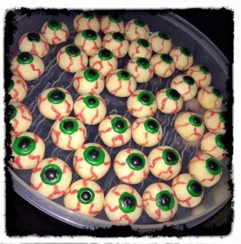 My shortbread zombie eyeballs.